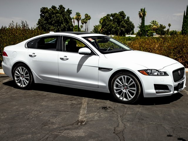 Pre-Owned 2017 Jaguar XF 20d RWD 4D Sedan